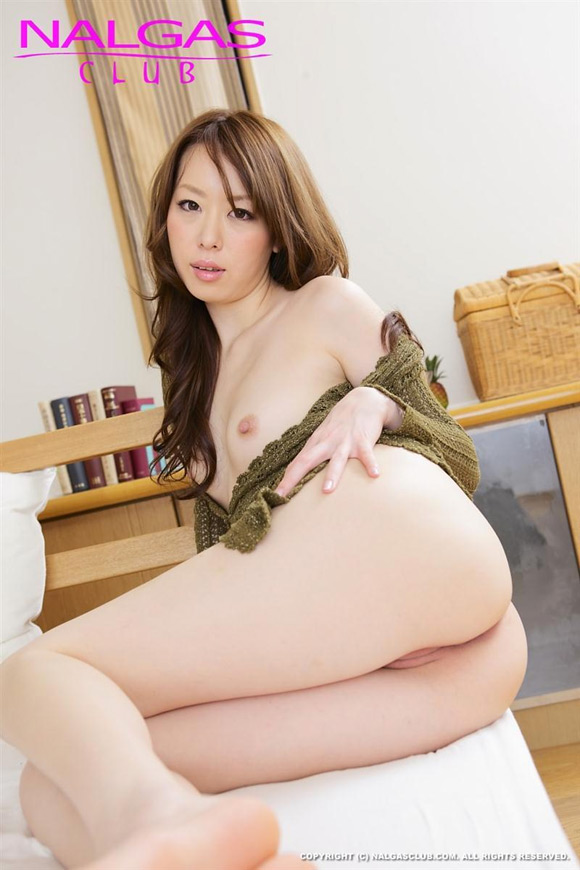 the-hot-naked-japanese-butt-of-chisato-ikuta