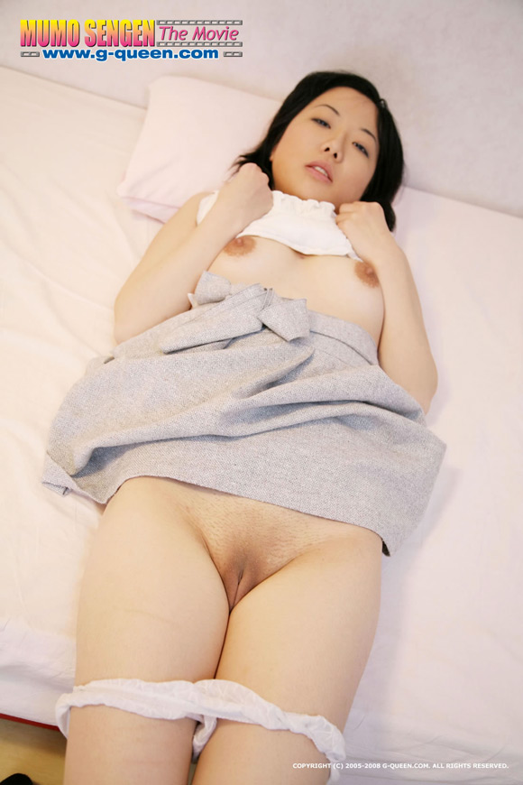 the-shaved-japanese-pussy-of-akiko-shiina