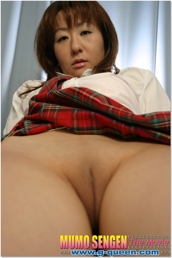 the-shaved-japanese-pussy-of-miki-nakamura