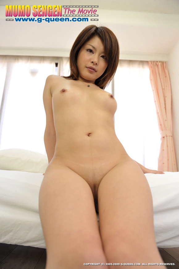 the-shaved-japanese-pussy-of-tomoko-naoe-5